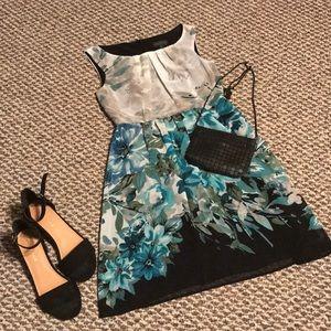 Flowered dress. Size 4P.